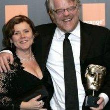 Philip Seymour Hoffman con imelda Staunton