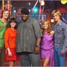 Matthew Lillard, Linda Cardellini, Ruben Studdard, Sarah Michelle Gellar e Freddie Prinze Jr. in una scena di Scooby-Doo 2