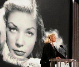 Lauren Bacall durante le prove al Kodak Theater