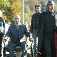 Halle Berry, Patrick Stewart, Hugh Jackman e Ian McKellen in una scena di X-Men 3
