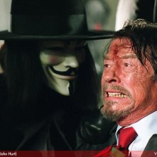 Hugo Weaving e John Hurt in V for Vendetta