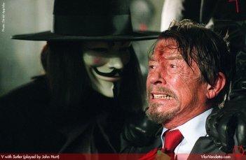 Hugo Weaving e John Hurt in V for Vendetta