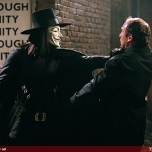 Hugo Weaving in una scena di V for Vendetta