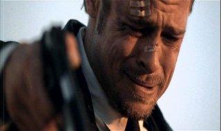 Brad Pitt in una scena drammatica di SEVEN