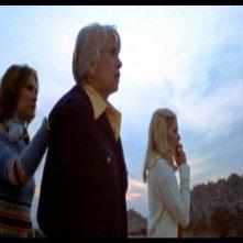 Dee Wallace-Stone, Virginia Vincent e Susan Lanier in una scena di LE COLLINE HANNO GLI OCCHI