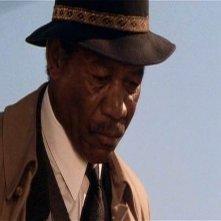 primo piano di Morgan Freeman in una scena di SEVEN