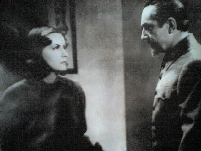 Greta Garbo E Bela Lugosi In Una Scena Di Ninotchka 23743