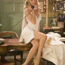 Uma Thurman al telefono in una scena di The Producers