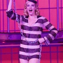 Uma Thurman carcerata glamour in una scena di The Producers