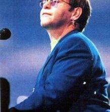Il cantante Elton John