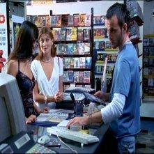 Elisabetta Rocchetti, Chiara Conti e Ivan Morales in una scena di TI PIACE HITCHCOCK?