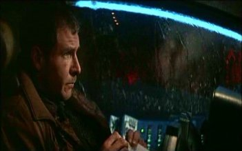 BLADE RUNNER: Harrison Ford in una scena del film