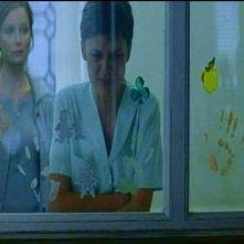 Calista Flockhart e Elena Anaya in una scena di FRAGILE