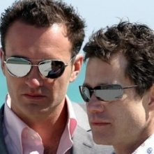 Dylan Walsh e Julian McMahon in Nip/Tuck