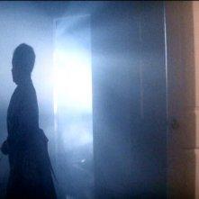 Zelda Rubinstein in una scena di POLTERGEIST: DEMONIACHE PRESENZE