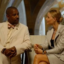 Denzel Washington e Jodie Foster in una scena del film Inside Man