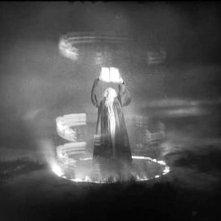 Gösta Ekman in una scena di FAUST, del 1926