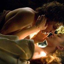James Franco e Sophia Myles in una sensuale scena di Tristano e Isotta