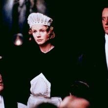 Michael Gambon, Emily Watson e Richard E. Grant in una scena di Gosford Park