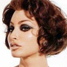 Gina Gershon truccata come Sophia Loren