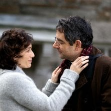 Kristin Scott Thomas e Rowan Atkinson in La famiglia Omicidi - Keeping Mum