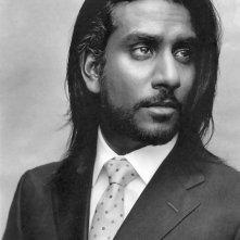 un bel ritratto di Naveen Andrews