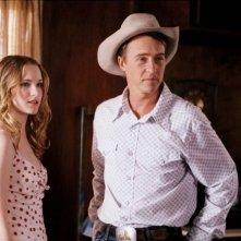 Evan Rachel Wood e Ed Norton in una scena di Down in the Valley