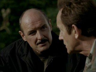 Lance Henriksen (di spalle) e Terry O'Quinn in Millennium