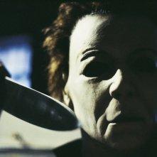 Una scena di Halloween la resurrezione con il killer della saga, Michael Myers