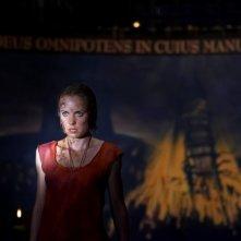Radha Mitchell in una scena dell'horror Silent Hill