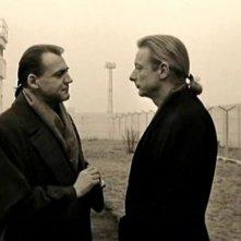 Bruno Ganz e Otto Sander in una scena di IL CIELO SOPRA BERLINO