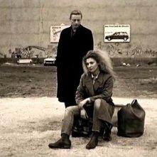Otto Sander e Solveig Dommartin in una scena di IL CIELO SOPRA BERLINO
