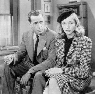 La coppia Humphrey Bogart e Lauren Bacall in una scena di IL GRANDE SONNO