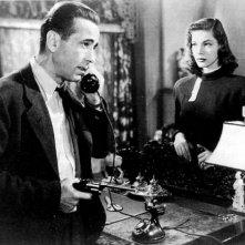 Humphrey Bogart e Lauren Bacall in una sequenza di IL GRANDE SONNO