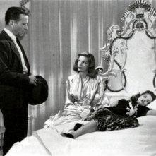 Humphrey Bogart, Lauren Bacall e Martha Vickers in una scena di IL GRANDE SONNO