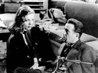 Lauren Bacall e Humphrey Bogart in una scena di IL GRANDE SONNO