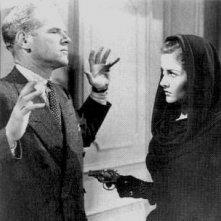 Louis Jean Heydt e Martha Vickers in una scena di IL GRANDE SONNO