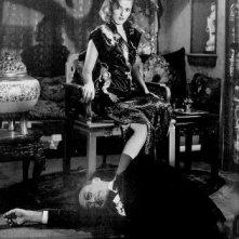 Martha Vickers e Theodore von Eltz in una scena di IL GRANDE SONNO