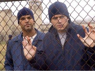 Amaury Nolasco e Wentworth Miller in una scena di Prison Break
