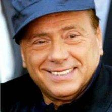 Berretto blu per Silvio Berlusconi