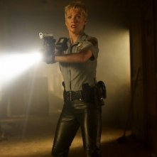 Laurie Holden in una sequenza di SILENT HILL