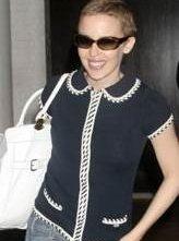 Kylie Minogue con un nuovo look, dopo la malattia.