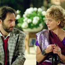 Neri Marcorè e Laura Morante in una scena de L'estate del mio primo bacio
