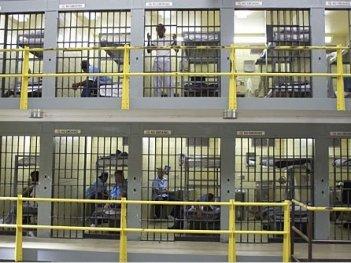 Una scena dell'episodio Cell Test