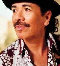 Un primo piano dell'artista Carlos Santana