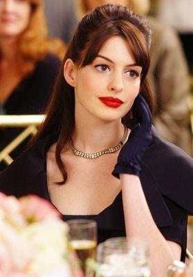 Anne Hathaway nella commedia Il diavolo veste Prada