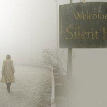 Radha Mitchell in una scena di SILENT HILL adattamento dell'omonimo videogioco