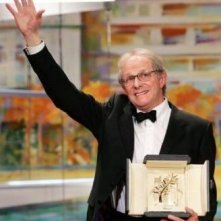 Ken Loach con la Palma d'oro per The Wind That Shakes the Barley
