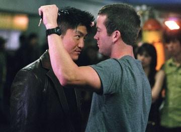 Brian Tee e Lucas Black in una scena del film The Fast and the Furious 3
