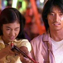 Premsinee Ratanasopha e Pawalit Mongkolpisit in una scena del film Bangkok dangerous